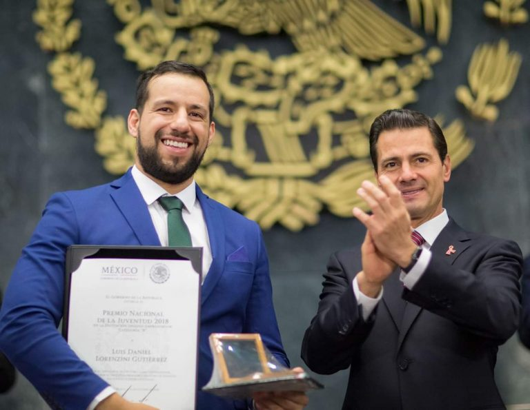 Daniel Lorenzini (left) poses for photos with former Mexican President Enrique Peña Nieto in 2018 after being awarded the Entrepreneurial Ingenuity Award