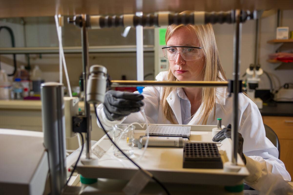 Susan Thomas in her lab